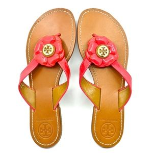 TORY BURCH~breely~THONG SANDAL w/PATENT FLOWER~9.5